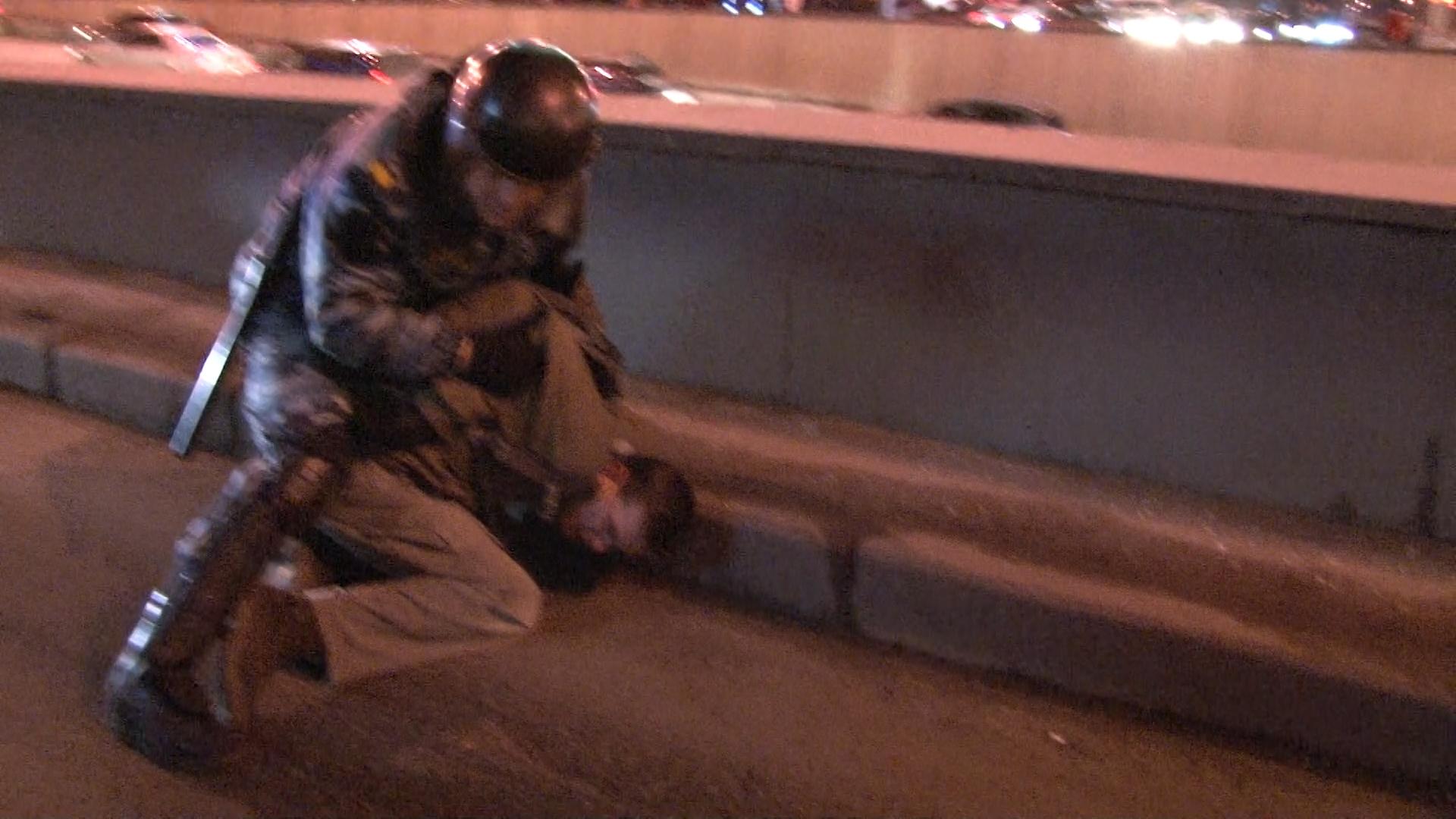 Съемочная группа Kreml.tv приняла участие в задержании  оппозиционеров