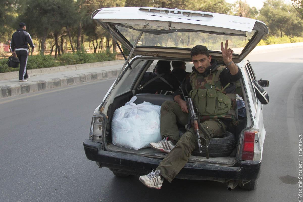 Артобстрел пригородов и ситуация в столице Сирии.
