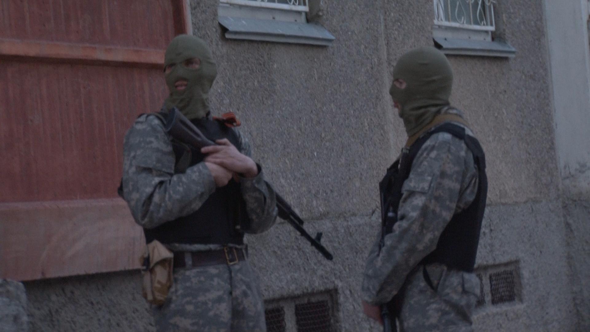 Крым: жильцы дома в Симферополе в онлайне обсуждают операцию сил национальной самообороны