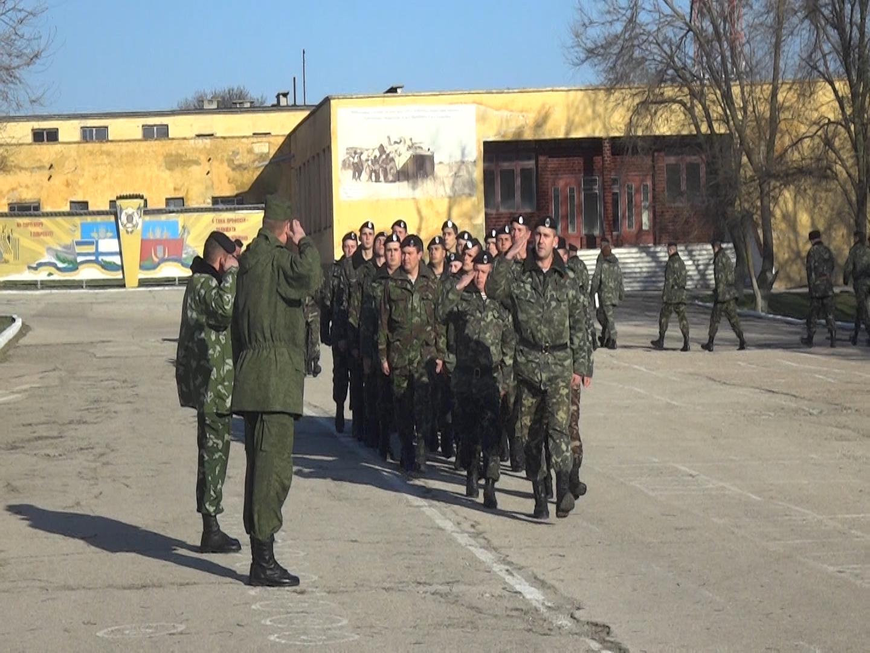 генерал-майор РФ Остриков принимает построение 501-го батальона морской пехоты Украины