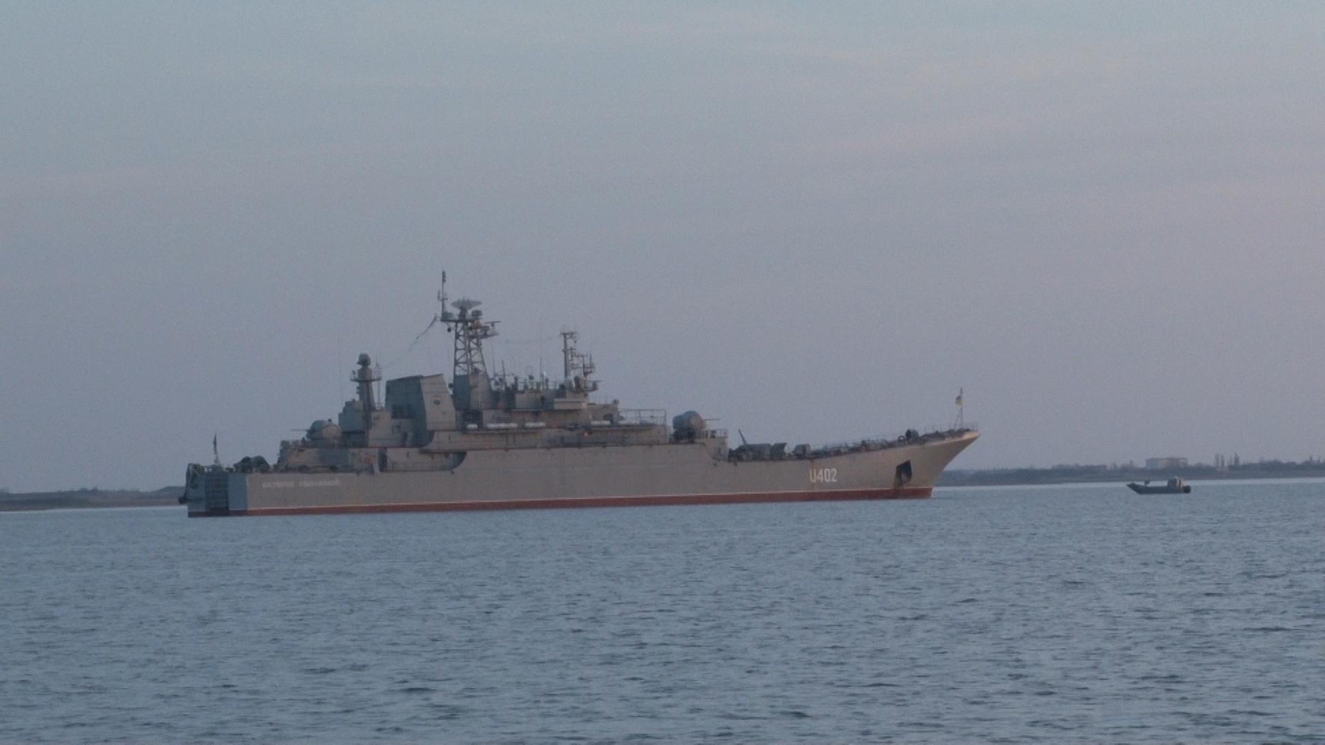 БДК Константин Ольшанский поднял российский триколор